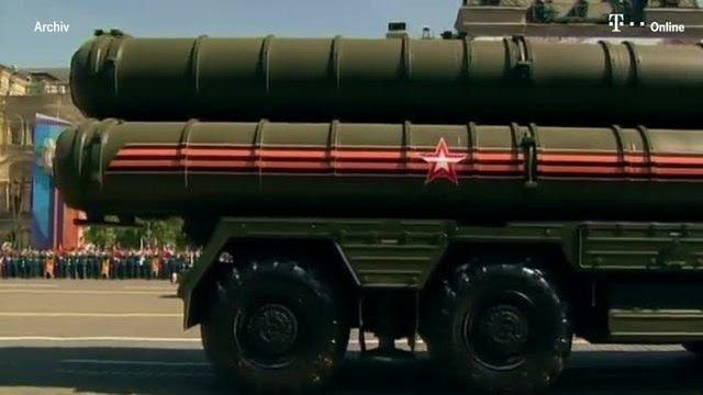 <p>Rusya, S-400 hava savunma sisteminin satışıyla ilgili şu ana kadar Türkiye dışında sadece Çin ile anlaştı. Rus savunma sanayi yetkilileri, şubat ayında Çin için üretime başlandığını açıklamış ancak ilk teslimatın 2018'den önce olmayacağını belirtmişti.</p>