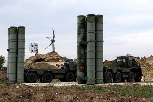 <p>S-400, önemli siyasi, ekonomik ve askeri hedefleri<strong>&nbsp;&quot;yüksek etkili koruma&quot;</strong>&nbsp;için tasarlanan bir sistem olarak tanımlanıyor.</p>